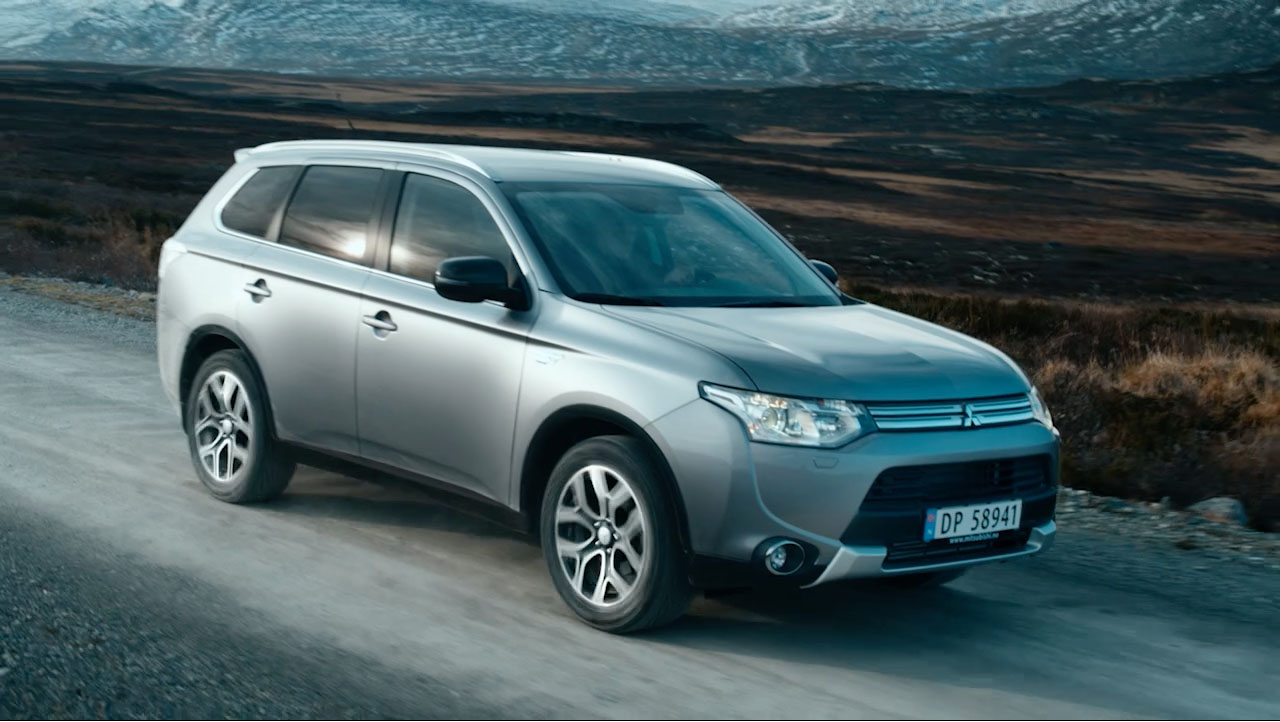 Outlander PHEV Think Forward, Drive Forward